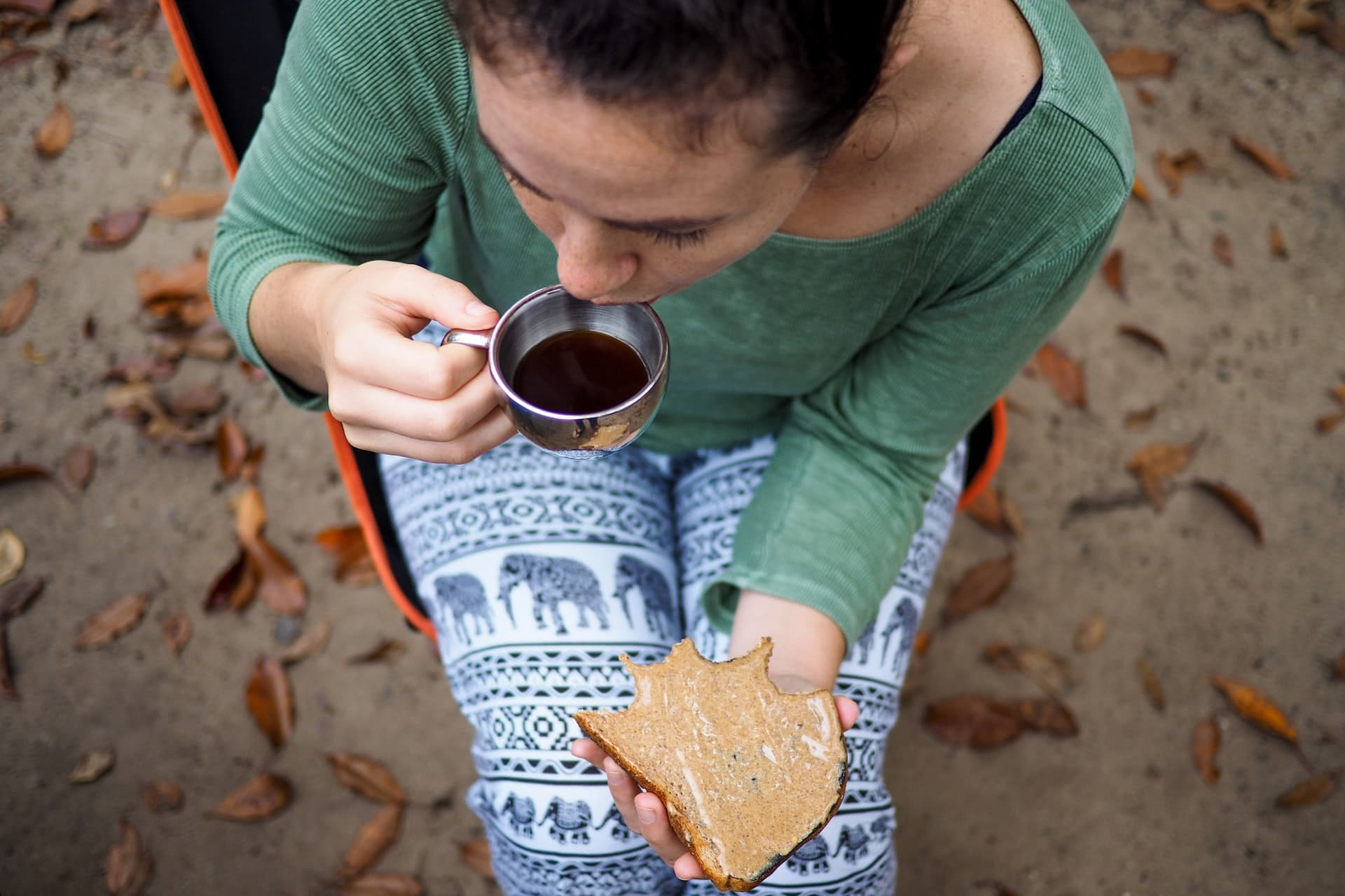 Koffie drinken op camping