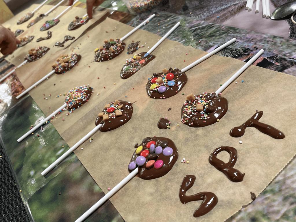 Zelf chocolade lollies maken als animatie op de camping van Landal